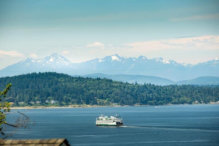 Stunning 1,400sq 2 BD 1 BA deck,  Ocean & Mt. View