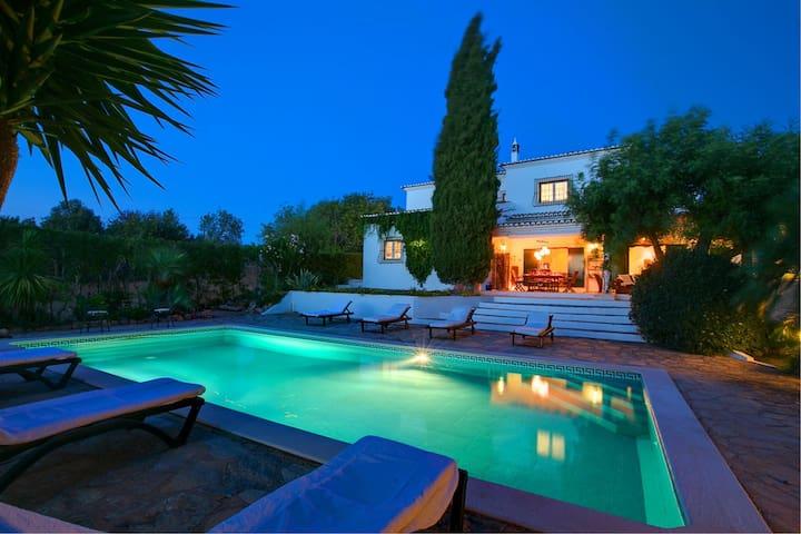 Luxury villa close to beaches - Guia - Vila