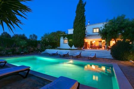 Luxury villa close to beaches - Guia
