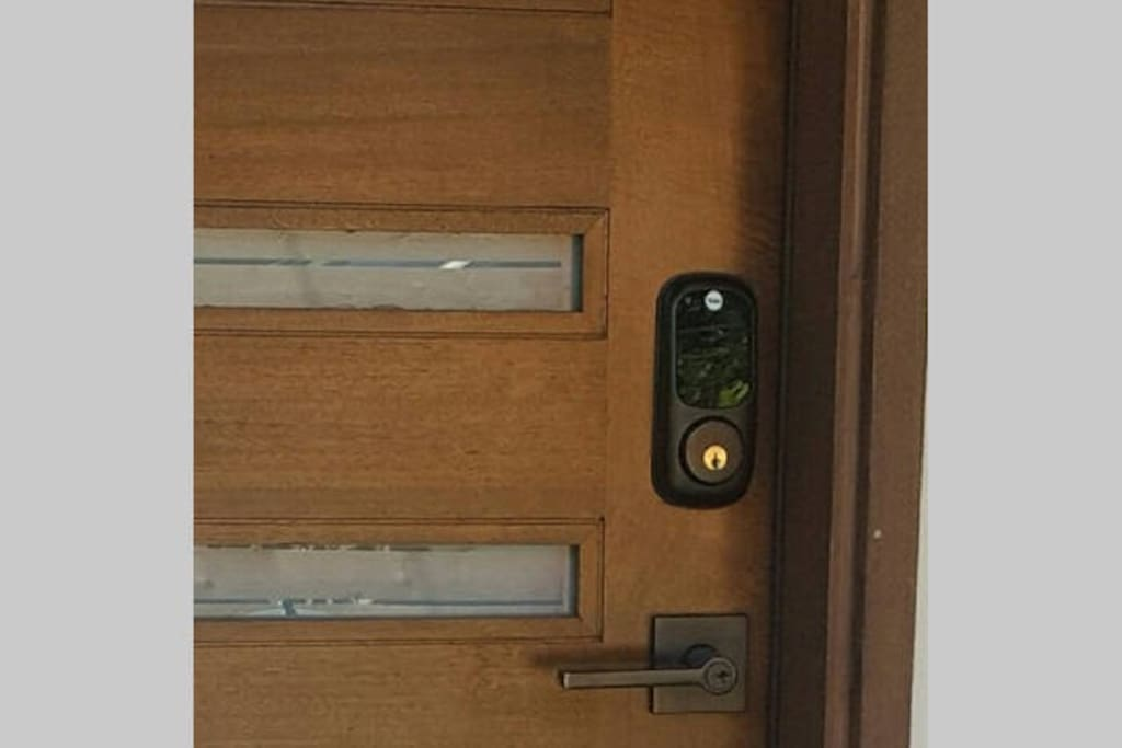 Digital entry lock for convenient access