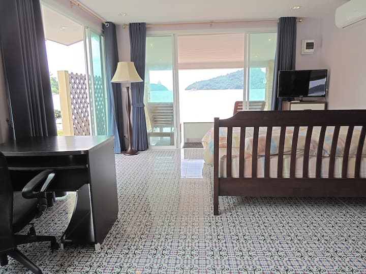 Romantic Bungalow Directly on Beach