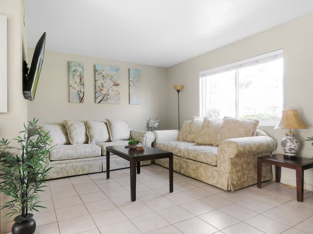 ☛ Gorgeous Townhome with Patio and Pool ☚