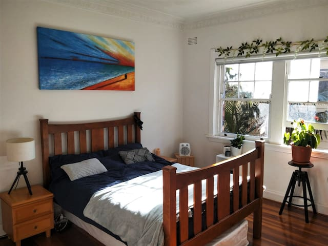 Large & lovely room in the heart of Manly