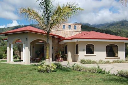 Casa de Montaña - Santiago Springs - San Isidro de El General - Dům