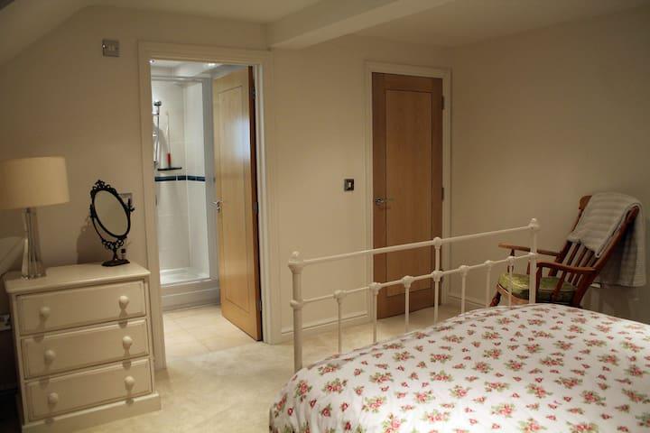 Large, double en-suite room