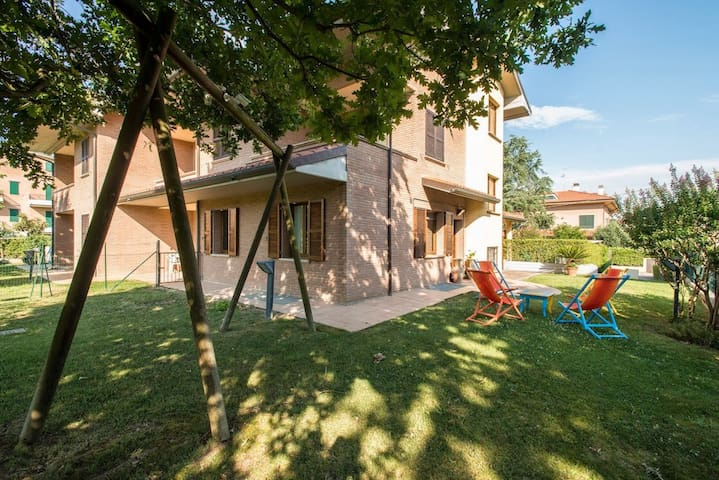Modern Loft with private garden - Villa Ceccolini