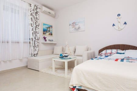 SeaDream studio @ beach free bikes, AC, WiFi *****