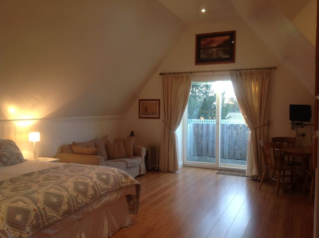 Lovely, spacious first floor studio - Watlington, King's Lynn - Appartement