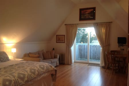 Lovely, spacious first floor studio - Watlington, King's Lynn - Apartment