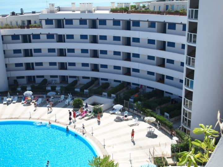 Appartamento fronte mare su residence con piscina