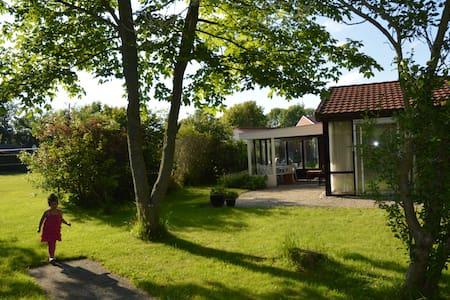 Heerlijk vakantiehuis nabij zee - Dirkshorn - Blockhütte