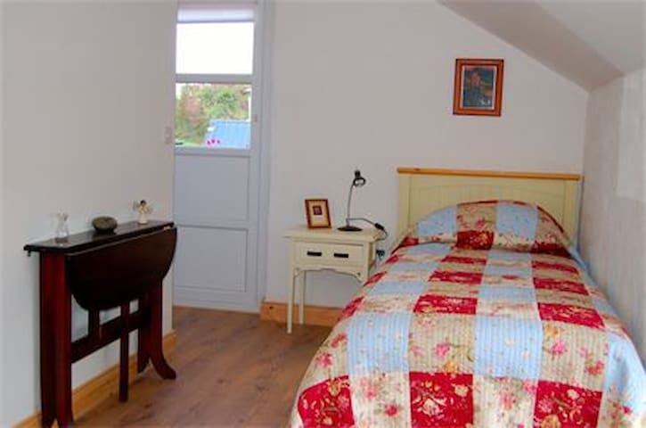 Room in Cottage-Heart of Ireland - Moate - Bed & Breakfast