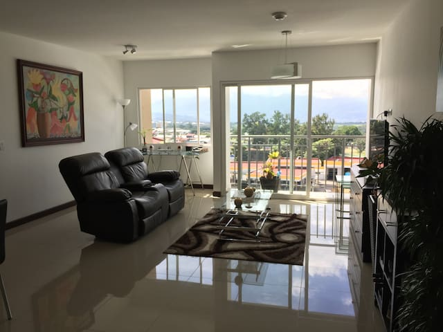 Downtown Condo Penthouse Private Room - Alajuela - Apartment
