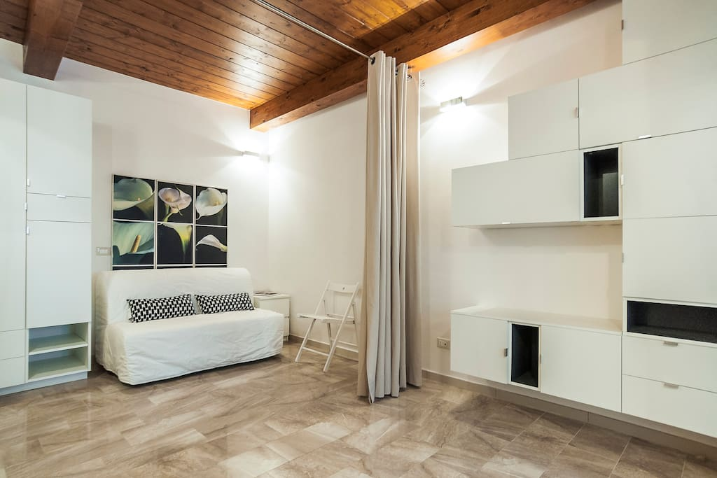 new renovated loft fondi sperlonga lofts louer. Black Bedroom Furniture Sets. Home Design Ideas