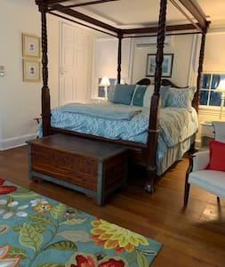 """Room in """"The Haven"""", a colonial home built in 1794"""