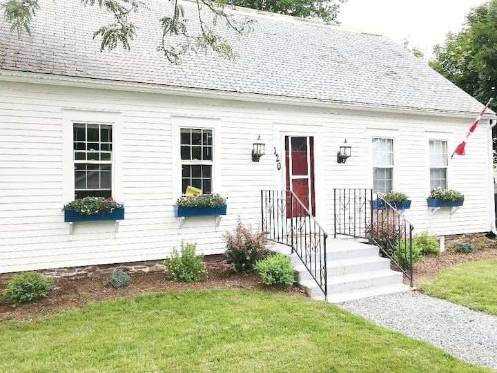 The Cottage on Queen - The Perfect Location!