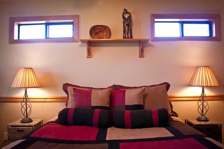 Sunny Acres Bed & Breakfast: Safari Room