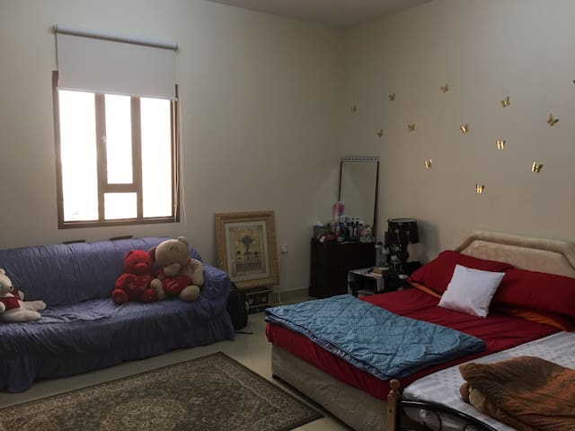 Clean, Spacious Quiet Room - Mawaleh - Other