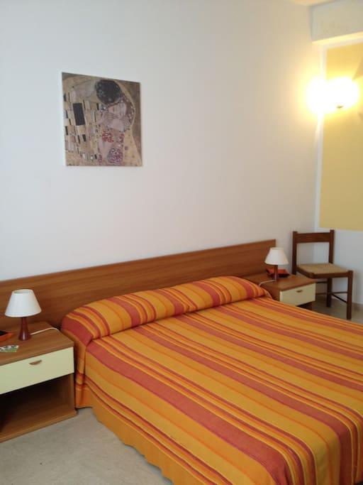 Camera 1, particolare del letto.