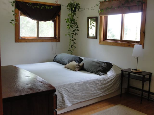 Cozy and clean in Gt. Barrington- The Berkshires