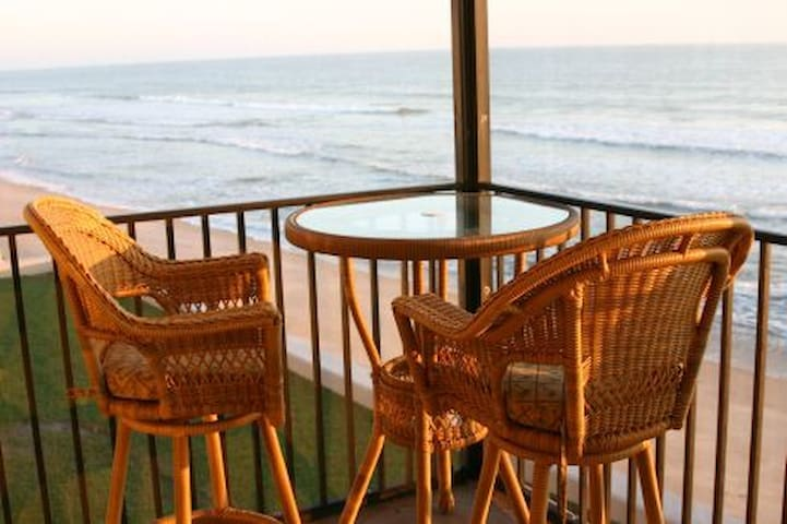 Luxury 2BR/2BA direct oceanfront! - Satellite Beach - Byt