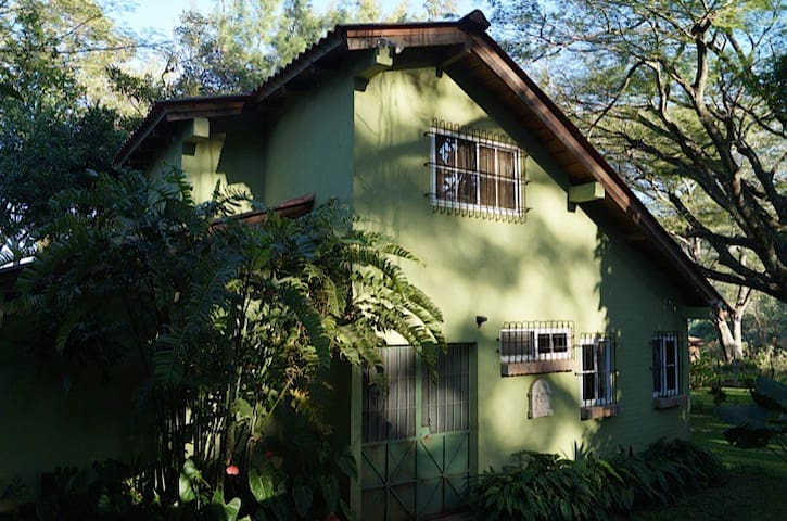 Lake Shore Rustic House - Lago de Coatepeque - Hus