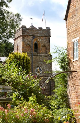 Charming walled garden vicarage  - Moreton pinkney - Bed & Breakfast