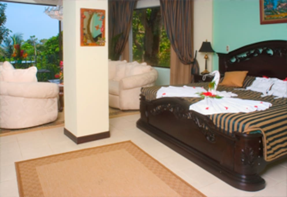 Beautifully decorated, air conditioned room with king-size, large shower and bathroom, dresser, television, telephone, safe deposit box, mini bar, outside dining area, sitting area and desk. The room offers a spectacular view of the Pacific Ocean and Manu