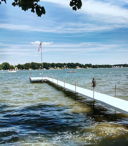 Sun & Fun at Pier 121 Lake Wawasee - Syracuse - House