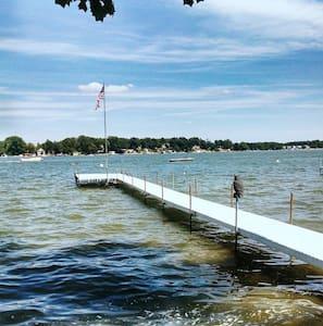 Sun & Fun at Pier 121 Lake Wawasee - Siracusa