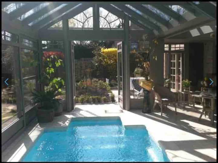 Knokke villa met overdekt Zwembad, prachtige tuin!