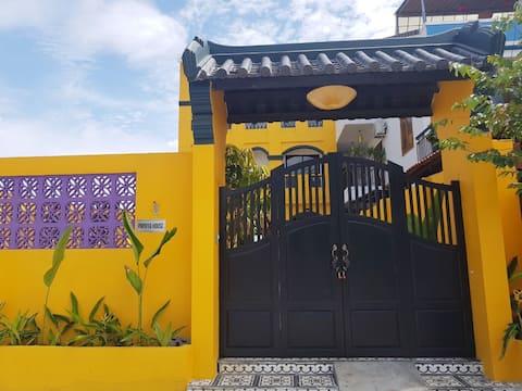 Papaya House: PRIVATE POOL, SAUNA & FREE PICK UP