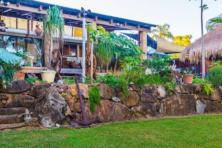 Beachfront Bed&Breakfast(1-3 rooms) - Slade Point