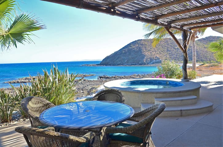 Cozy Beachfront with Great Amenities at Villa Langosta