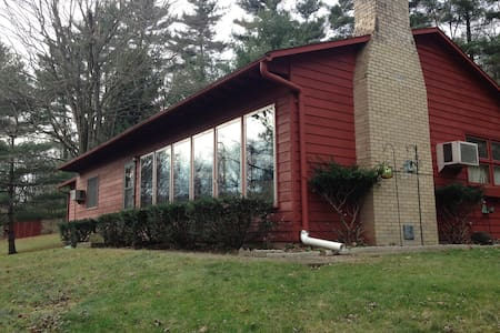 Red Cardinal Cabin  Hocking Hill Oh - Nelsonville - 小木屋