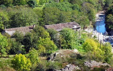 Bondegårdsophold, omgivet af to floder