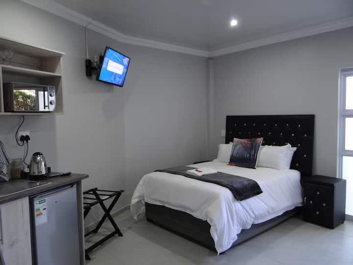CREDO Guest House Unit 8