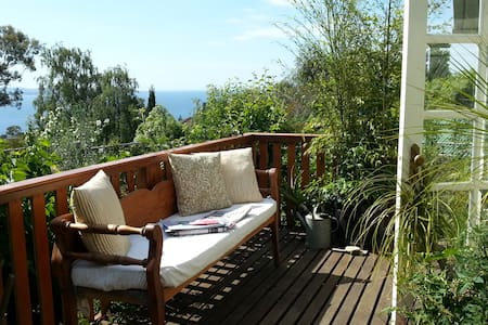 Blissful Garden House By the Beach - Blackmans Bay
