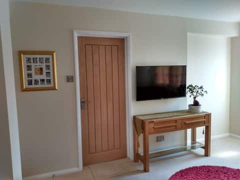 Self contained guest suite with own private lounge