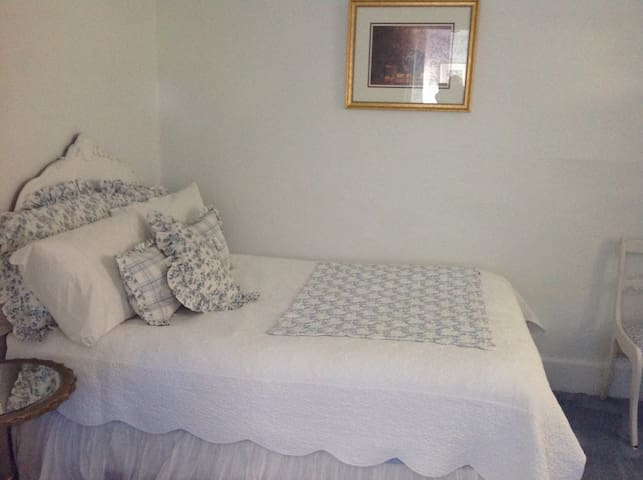 Spring Lake - Boutique Guest Room for 2