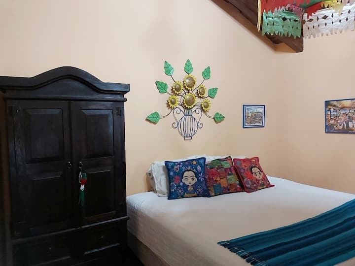 Casa de Arte 2 (great reviews and king size bed)