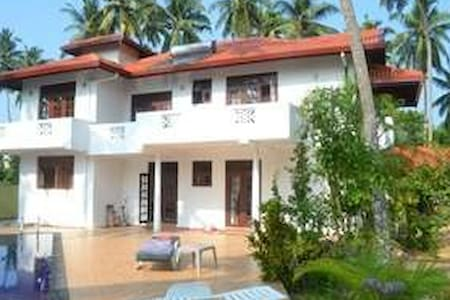 Villa with pool close to beach