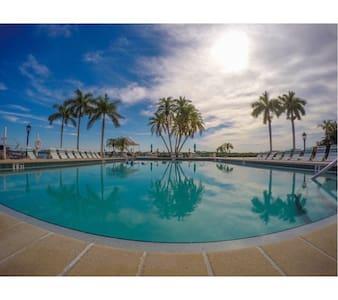 Siesta Key For Me @ The Palm Bay Club