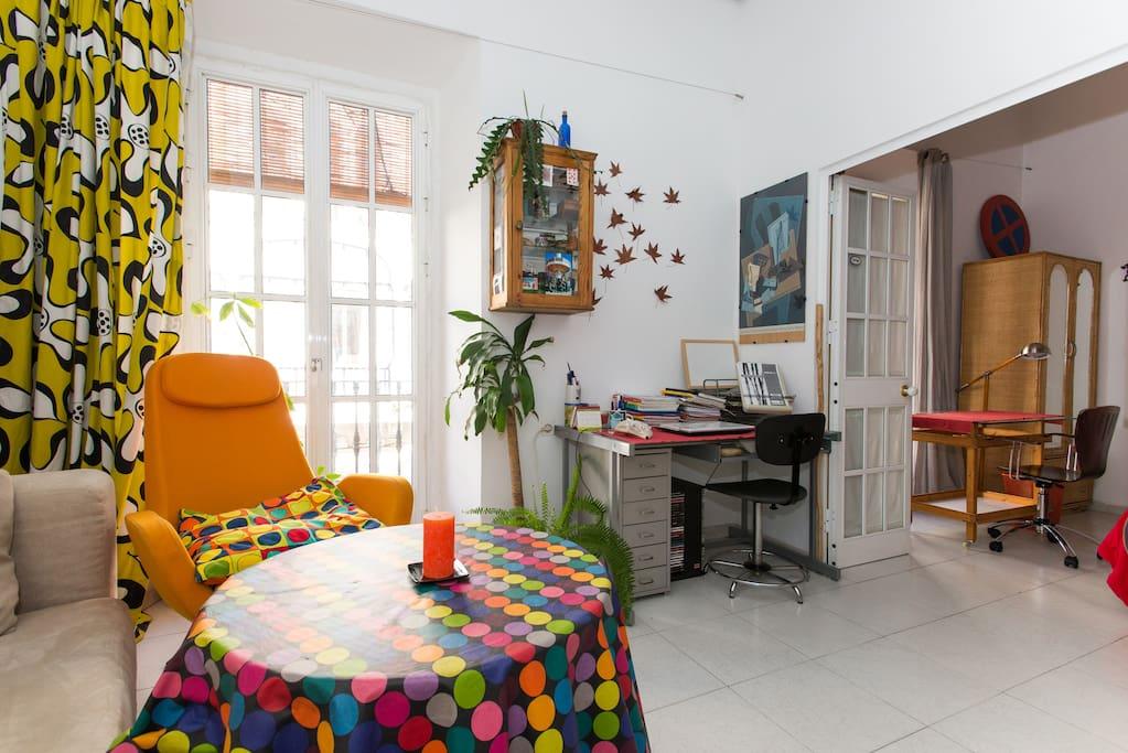 Salón - comedor y zona de estudio / Living room and Studio