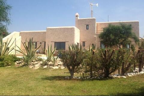 Darpounou•com Villa at 14 km from Essaouira