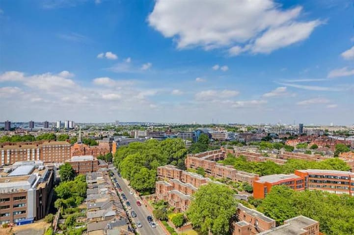 Double bedroom in  Cosy flat great views of London
