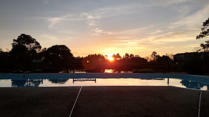 Chill@Villa de Breeze-entire home with pool & pond