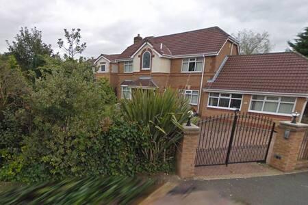 Spacious executive detached home Room double 3 - Radcliffe - Ev