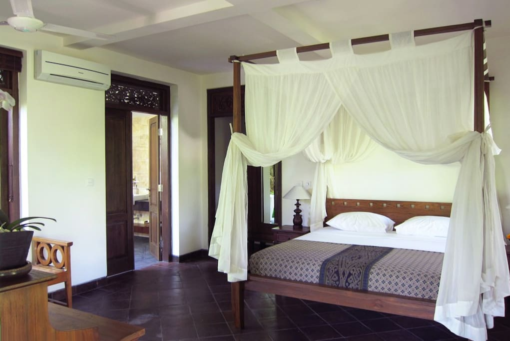 Bedroom with four-poster bed