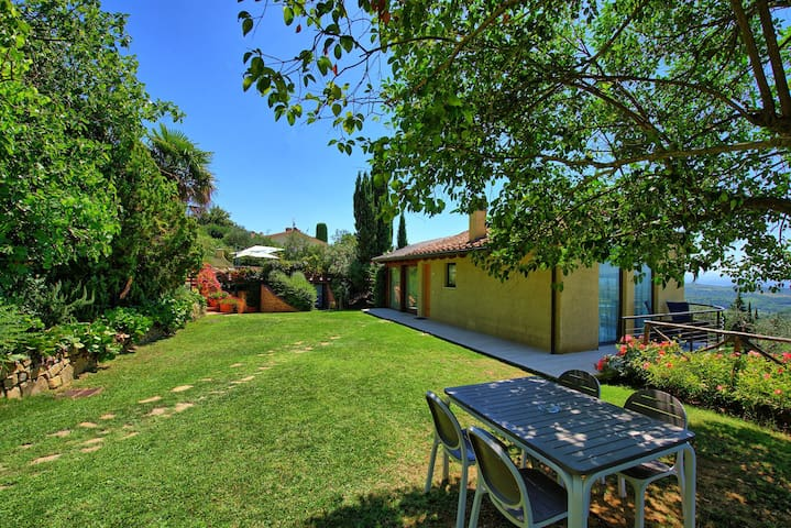 Casa Lucia - Holiday Villa Rental with swimming pool on the hills of Chianti, Tuscany